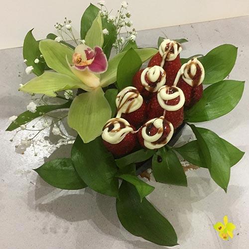 Орхидея с ягоди